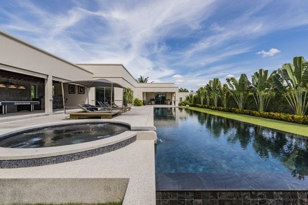luxury pool villa for rent pattaya